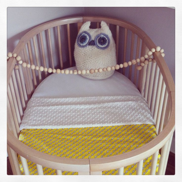 Blanket for baby crib - yellow organic cotton with ivory minky - size 100x150 cm. www.birdsandbots.nl