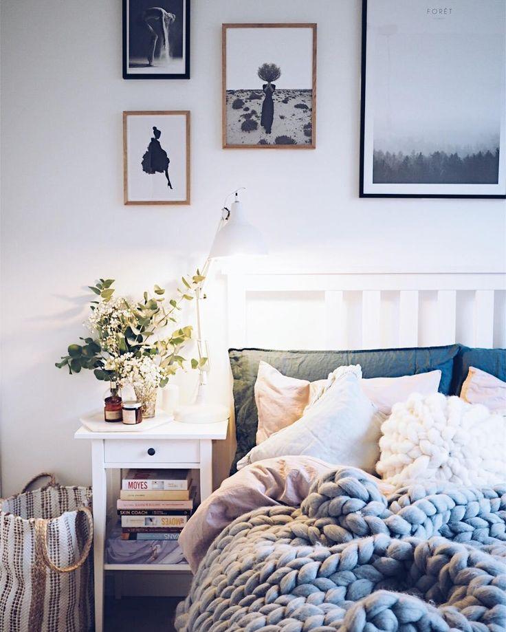 Ab ins Bett ! Bei dem Schlafzimmer müssen wir nicht mehr lange überlegen ob wir von der Couch aufstehen. Das Handgefertigte Woll-Plaid macht dein Abend im Bett erst so richtig gemütlich, denn Strick ist schick! Die groben Maschen bzw. der Garn aus der Merinowolle kratzt nicht auf der Haut, sondern sorgt direkt für kuschelige Wärme. Und Grau geht immer ;) @domsli22
