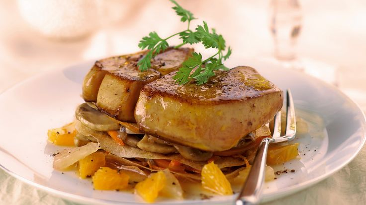 Voici une recette idéale pour un repas de famille : le foie gras de canard entier poêlé aux agrumes. Vous verrez, c'est facile à faire.