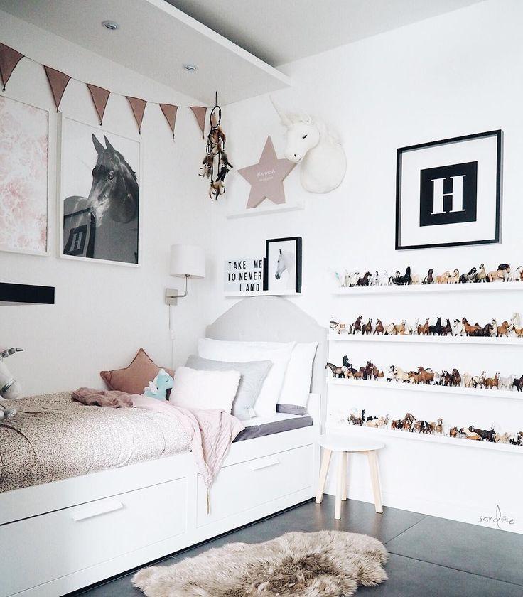 #mädchenzimmer #Girlsroom #girlsroomdecor #unicorn #einhorn #kinderzimmer #numero74 #schleich #aufbewahrung #Bett #Mädchen #Girls #Bed #ikea #brimnes #stern #star #bastkorb #rattankorb #rattankoffer #altrosa # rosa  #ludde #schaffsfell