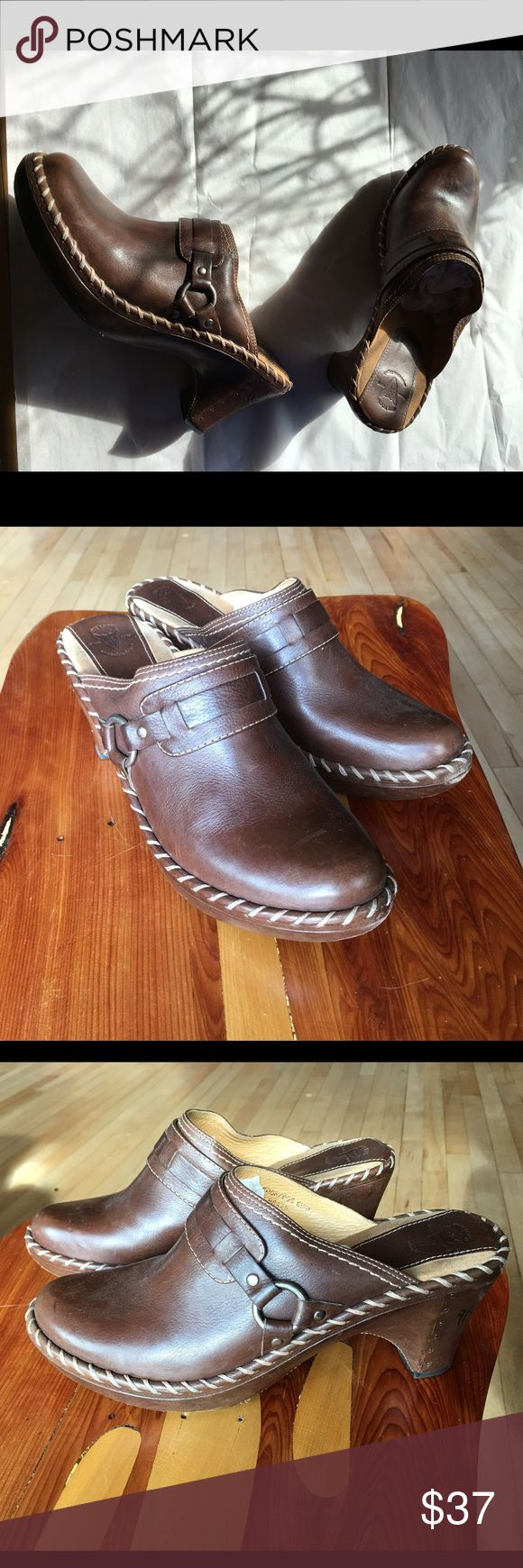 Frye mule clogs Comfy leather mile clogs. Size 8.5 some light scuffs but still looks nice. Frye Shoes Mules & Clogs