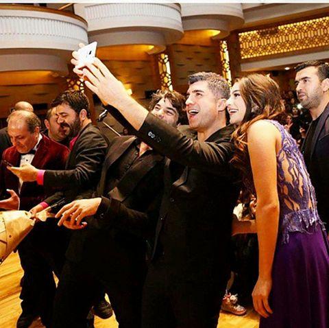 #SevimliTehlikeli Bakü Galasına katılan yönetmen Özcan Deniz oyuncular Ayça Ayşin Turan , Şükrü Özyıldız , Burçin Birben ekibine ,cok değerli basın mensuplarına ve siz sinema severlere bizleri yalnız bırakmadığınız için çok teşekkürlerimizi sunuyoruz . Af-Media Gmbh