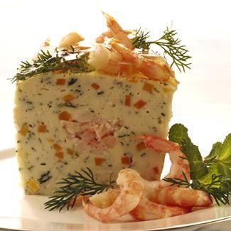 8grossescrevettesroses décortiquées - 2 courgettes - 2 tomates - 300 g de petites crevettes roses décortiquées - 4 œufs100 g de fromage râpé - 4 c. à soupe de farine - 2 c. à soupe de maïzena - 50 cl de crème fraîche épaisse -1 bouquet de ciboulette, un peu d'aneth et de basilic frais sel et poivre  - Mayonnaise comme à la maison de Bénédicta -1 terrine souple