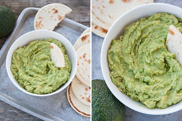 Come preparare il hummus con l'avocado, una variante semplice, gustosa e colorata del classico hummus di ceci mediorientale