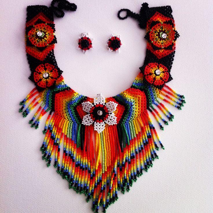 Collar tejido a mano, canutillos y cristales swarovsky. #Necklace #Handmade #Venezuela