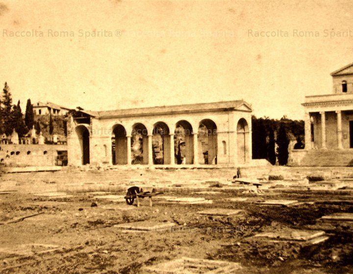 Piazzale del Verano. Quadriportico del Cimitero monumentale in costruzione Anno: 1865