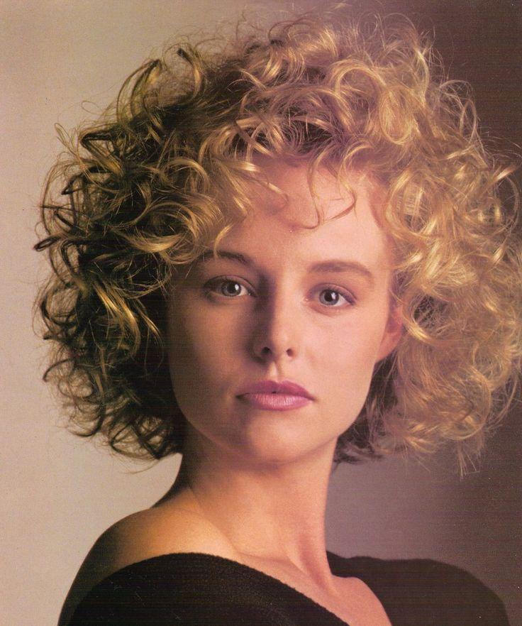 coiffure courte bouclée 1992 en 2020 | Coiffure bouclée, Coiffure, Coiffures courtes bouclées