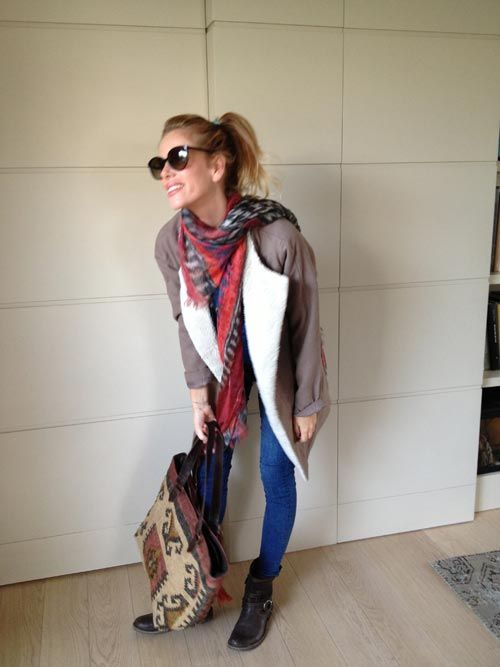 L'outfit di @Alessia Guidoboni Marcuzzi con la pashmina modello Kefia 2.0 $179 €135