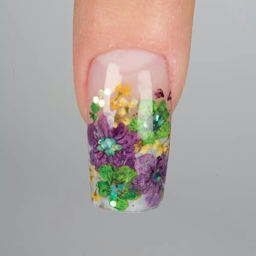 Inlaid dried flower nails.