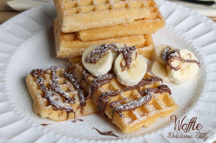 I Waffle sono dolcetti davvero buoni sia mangiati con un filo di miele,sia accompagnati da nutella e frutta :)