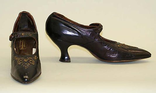 "Shoes: 1912-14, American, leather/wood.    Marking: [label] ""Park Brannock Co., Syracuse, N. Y."""
