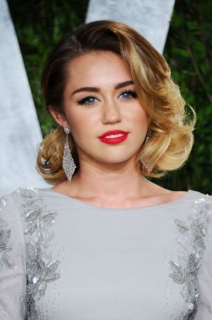 haircut style for miley cyrus 2012 vanity fair oscar fashion 3892