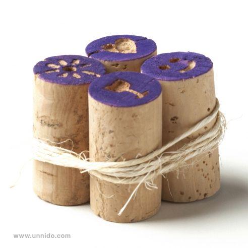 #Sellos para #niños hechos con tapones de #corcho. Pieza elaborada de forma artesanal por personas con #discapacidad intelectual, utilizando tapones de corcho #reciclado, ya que por razones técnicas han sido descartados para su uso en #vino. #cork Disponible en www.unnido.com