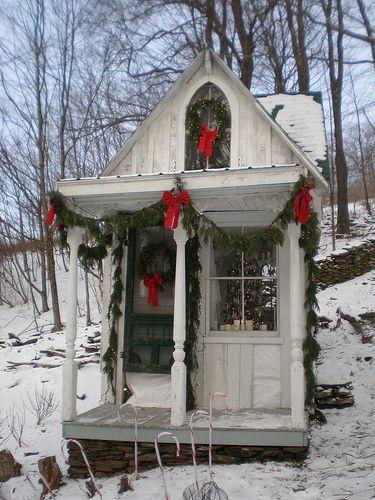 adorableChristmas Time, Tiny House, Little House, Christmas House, Green Stuff, Wendy House, Cottages Christmas, Christmas Cottages, Cozy Christmas