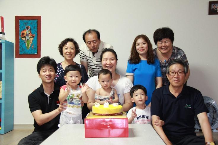 충영(5살), 충일(3살) 합동 생일잔치  우리집에서 조촐하게 가까운 가족들을 초청하여 함께했다.