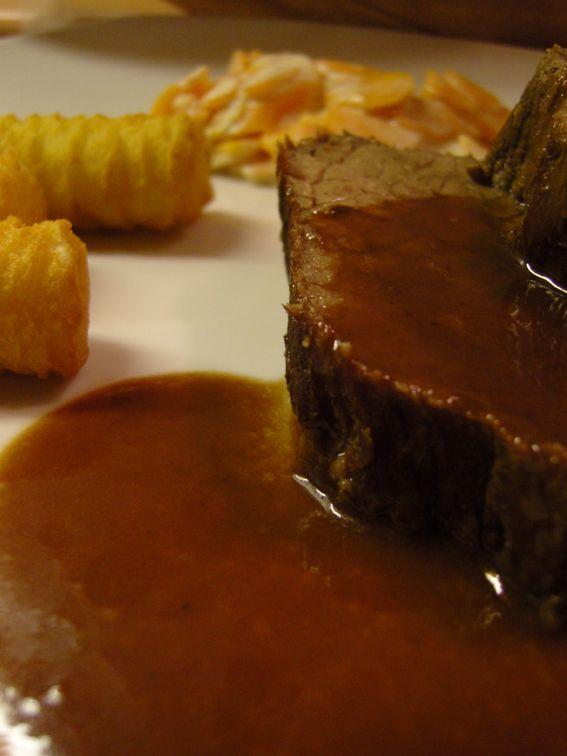 Ninas kleiner Food-Blog: Rinderbraten mit Schokoladen-Balsamico-Sauce