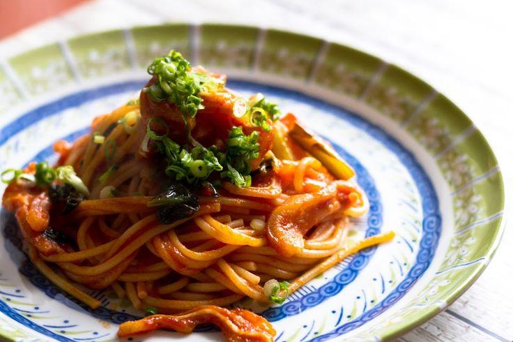 #今日の朝ごはん  ミミガーと小松菜のトマトソース・スパゲットーニ。 豚耳はもう一枚(左耳)あるけど、何しようかな?(*´∀`) - Shugo Kuwabara (しゅう) - Google+