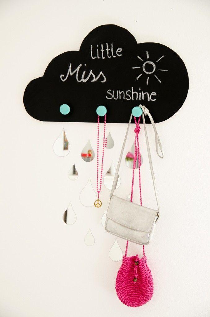 DIY Garderobe in Wolkenform mit Spiegeltropfen für das Kindezimmer