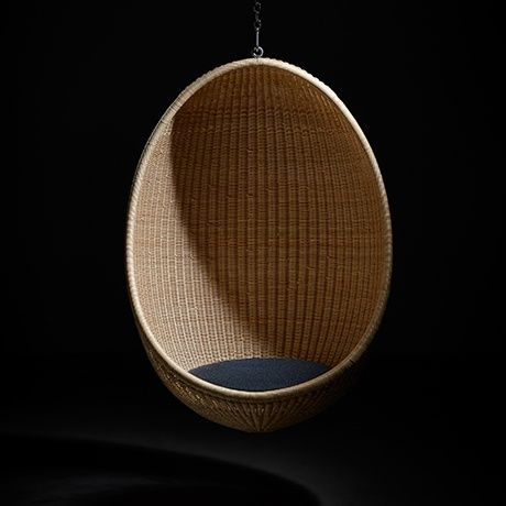 Hanging egg chair by sika design monoqi seating for Suspended egg chair