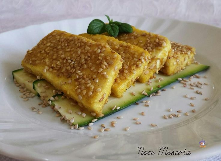 Un delizioso Tofu croccante al sesamo e curry, ricco di profumo, da servire come antipasto o come secondo piatto!