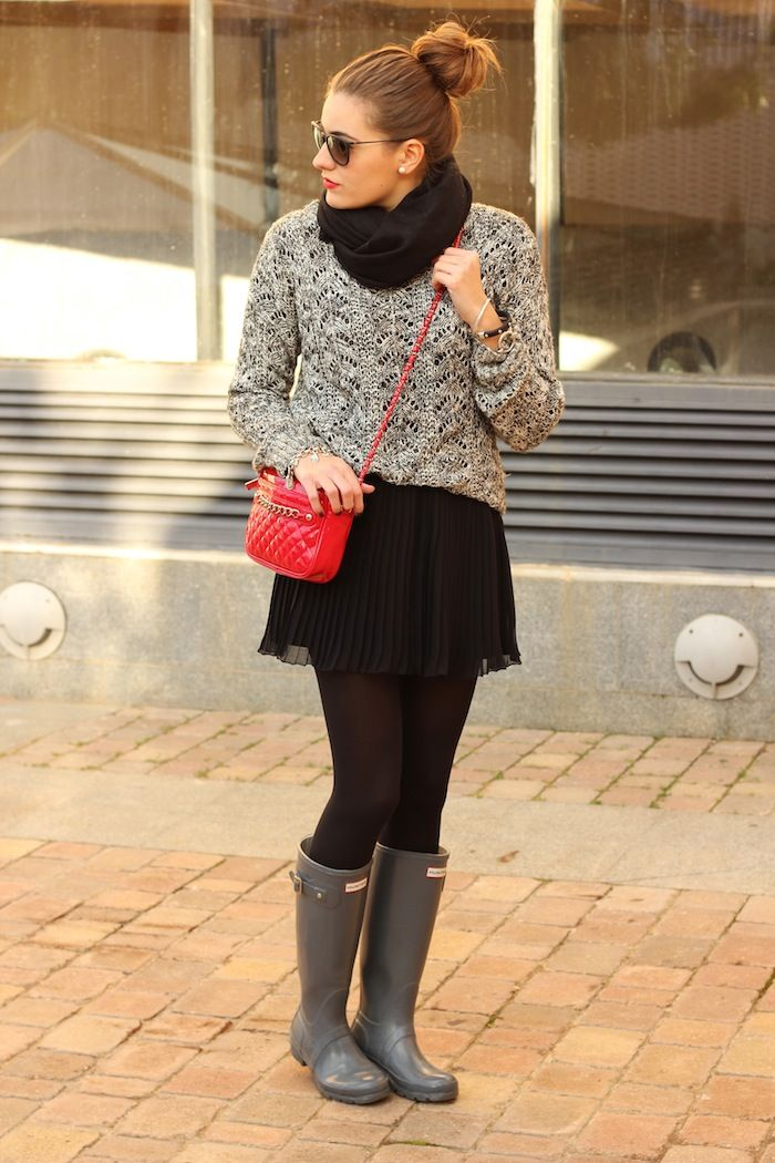 Grey Hunters, grey sweater, black scarf, black skirt, red bag ☑️