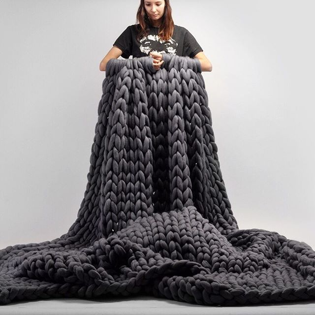 Any more doubts that you can make really huge #ohhioblanket with your arms?