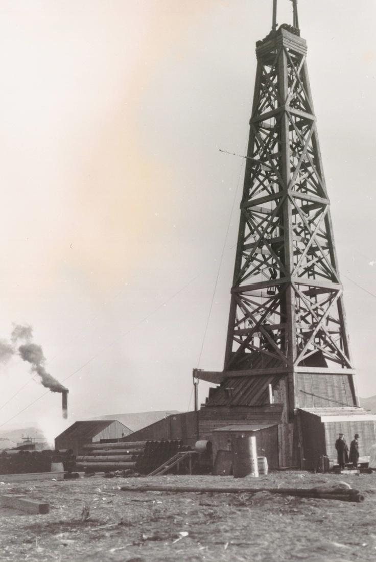 https://fs.ogm.utah.gov/pub/mines/AMR_Related/OhioOil_OilDerrick.jpg
