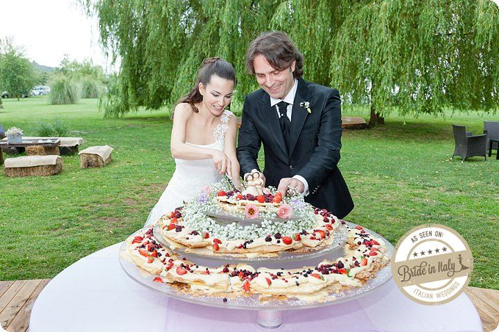 Millefeuille with berries is another 2013 wedding cake #trend. I love it. Your guests will love it, too :) Ph Simone Nunzi http://www.brideinitaly.com/2013/11/simone-nunzi-bracciano.html #italianstyle #wedding