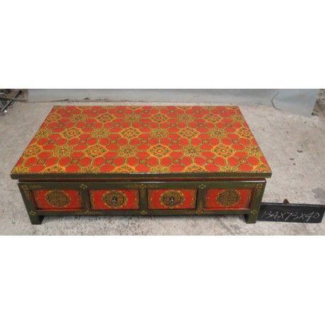 Table basse tibétaine avec 4 tiroirs traversants. Dim : L134xP73xH40 cm. Origine : TIBET. Frais ecotax inclus. Commande sur mesure. Rêve d'Asie. Suisse.