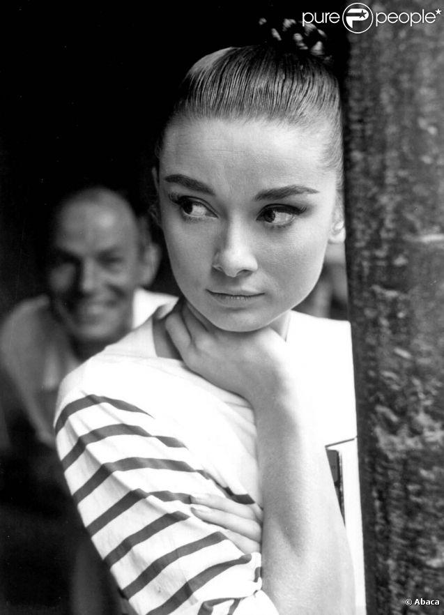 Audrey Hepburn, l'un des plus beaux regards du cinéma hollywoodien. Avec un simple trait d'eyeliner et des cils XXL, la star est devenue une référence make-up. Perfect eyeliner always.