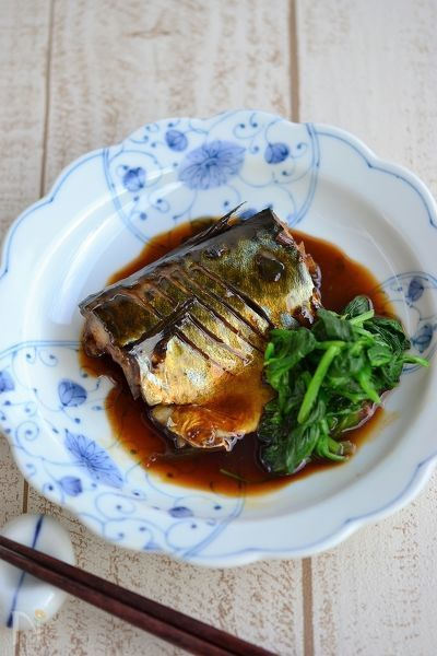 脂がのった鯖に、つやつやの甘辛い煮汁を絡め、あったか~いご飯といただく幸せ。ぜひお試し頂きたい1品です。