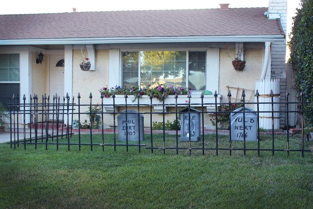 How to Make a Cheap Cemetery Fence for Halloween | eHow