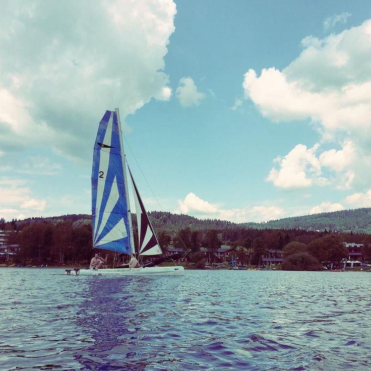 Sailing #sailor #sailing #sailboat #catamaran #clouds #sunnyday #sunny #boat #lipnolake #lipnosailing #lipno #lake #southbohemia #vocation #teambuilding #freeday #freedom
