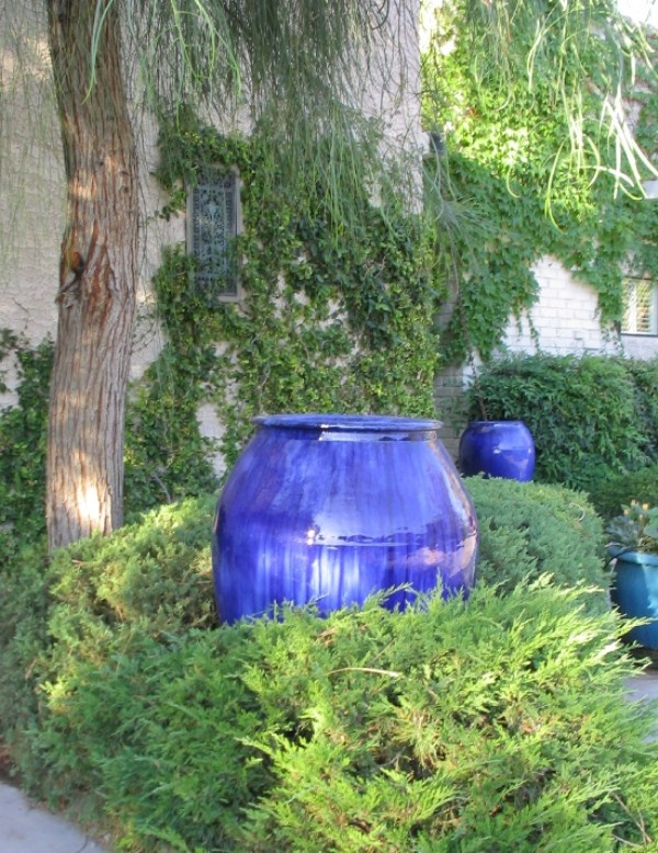 Nice Pop of Blue!Gardens Ideas, New House, Decor Ideas, Outdoor Living, Water Features, Courtyards Ideas, Fountain, Gardens Shades, Shades Gardens