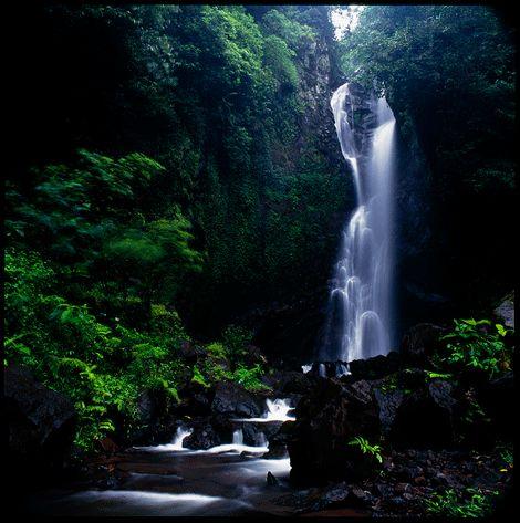 Yeh Mempeh Waterfall    www.travelling-bali.com