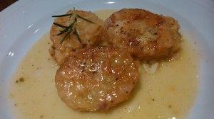 Patatas a la importancia rellenas de bacalao.  http://www.aprendecocina.net/2014/08/01/patatas-a-la-importancia-rellenas-de-bacalao/