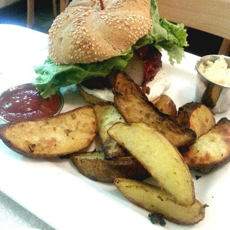 #tbt to the Latke Burger from @auxvivresrestovegan #auxvivresmenu