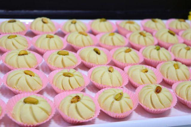 حلوة الوردة فخمة راقية ولذيذة جدا بمكونات بسيطة ومتوفرة في كل بيت الغريبة الشامية بتدوب في الفم بدون قالب حلويات العيد 2020 مع رباح Desserts Mini Cupcakes Food