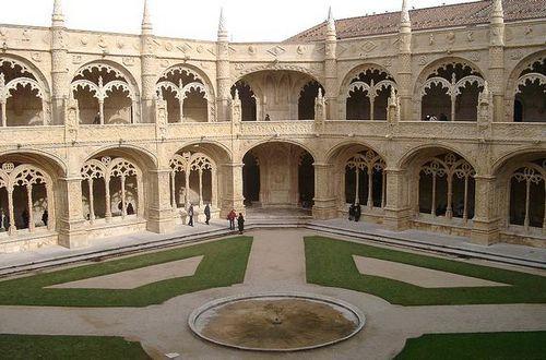 Aprovado estatuto de panteão para Mosteiros dos Jerónimos e de Santa Maria da Vitória