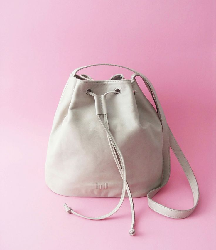 Bucket bag perfect for the summer 🌴🌞 Available at www.lull.com.pl  #lull #bags #leather #lullbags #summer #perfect #bucketbag #leathercraft #grey #design #style #instaphoto #accessories #handmade #pinc #naturalleather #fashion #simple #fashion