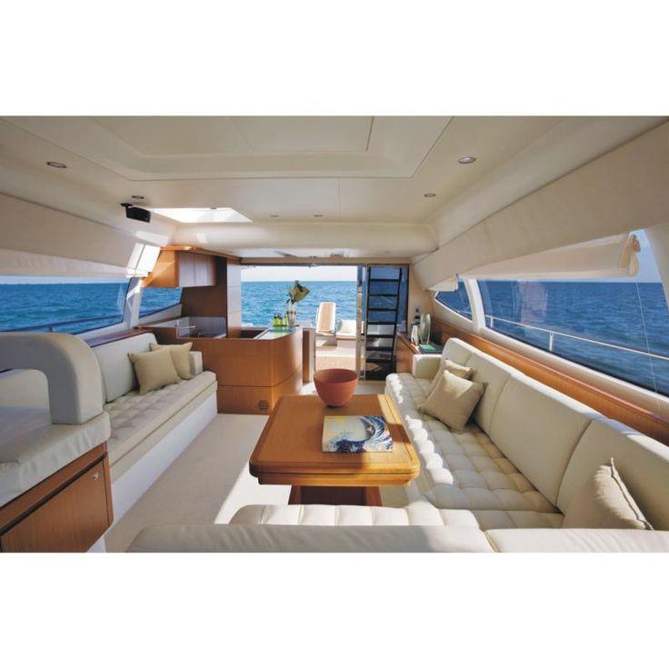 Luxury Yacht – Ferretti 530