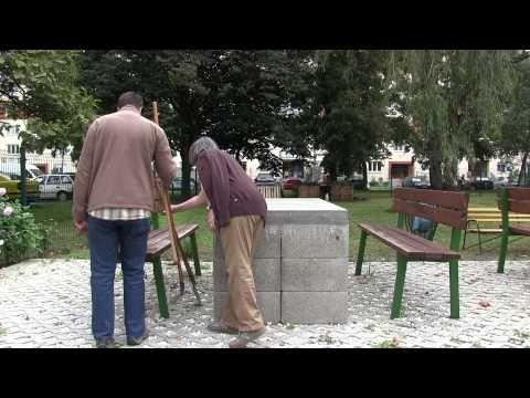 Panelkertészek - Ablaktalan konyhából kilátás a kertre - YouTube