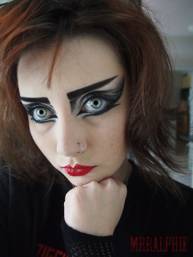 mrralphie's madhouse..: Siouxsie Sioux inspired make-up!!!