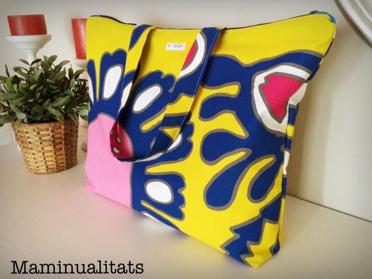 Tote bag. Bolsa de tela. Bolso de tela loneta y patchwork. #Bolso #totebag con #cremallera, tela #patchwork. #Zipperbag #bag #tote #bolsototebag  #maminualitats #handmade #madewithlove #bolsaplaya
