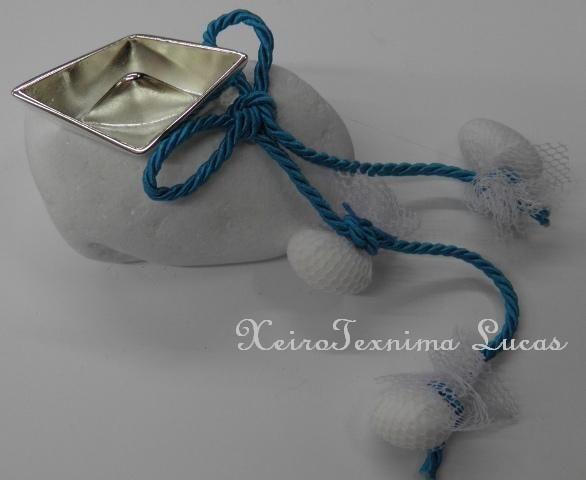 Μπομπονιέρα βάφτισης σε βότσαλο με καραβάκι Κωδικός 2014-1