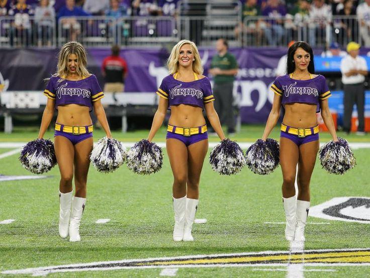 Cheerleader Photos: Vikings-Packers