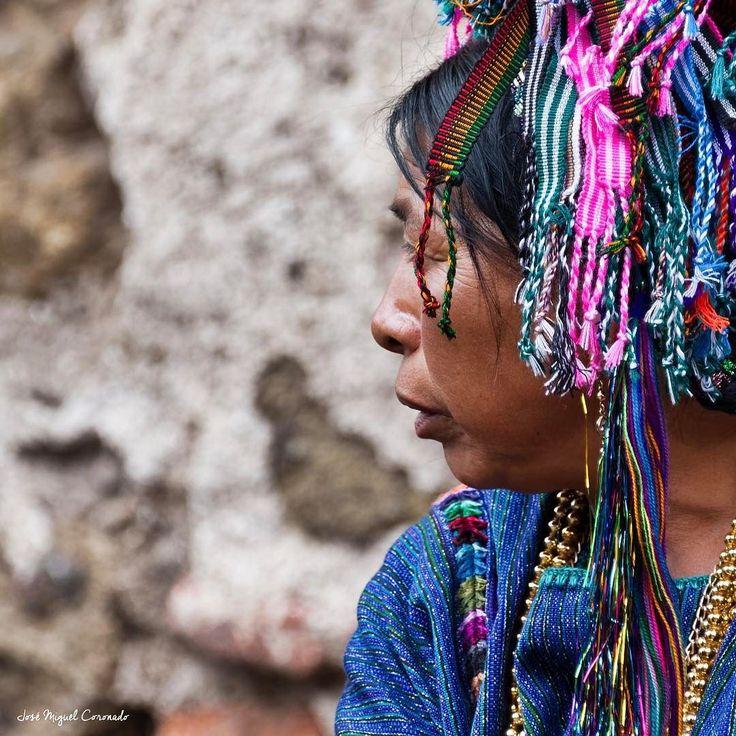 Mujer guatemalteca luciendo su tocado. #PostalesGT #Retoinstagrampl #QuePeladoGuate #Prensa_libre #Guatemala #mundochapin #milugarfavoritopl #picoftheday #perhapsyouneedalittleguatemala #guatevision_tv #gtmagica #visitGuatemala #QuebonitaGuate #natgeotravel #natgeo #photooftheday #pictureoftheday #fotodeldia #folklore #guatemala ##民間伝承 #민속학 #фольклор #التراث الشعبي #antigua #antiguaguatemala