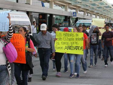Ejidatarios protestan en el aeropuerto de Guadalajara - http://www.notimundo.com.mx/estados/protestan-aeropuerto-guadalajara/