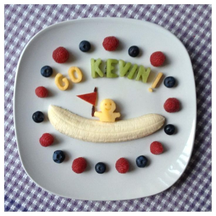 Who knew that bananas could lead to such cute art? Find ways to make creative, healthy, and green-light fruit art! www.kurbo.com