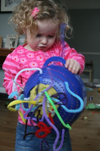 Tips on creating treasure baskets for baby tactile exploration and discovery boxes for toddlers and older to encourage independent and creative exploration and play. LOVE these ideas!